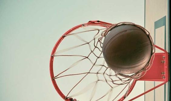 放飞梦想篮球训练营引领少年强!免费体验课进行中(3--18岁都可以咨询)