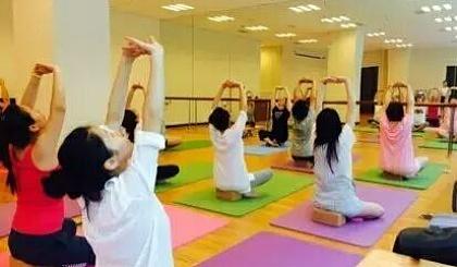 互动吧-宝宝乐孕婴连锁店孕妇瑜伽课堂