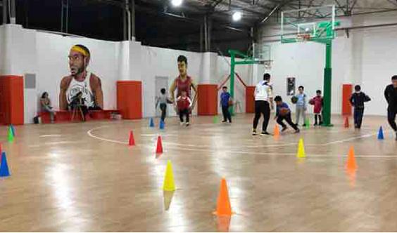 众人体育篮球训练营暑期招生