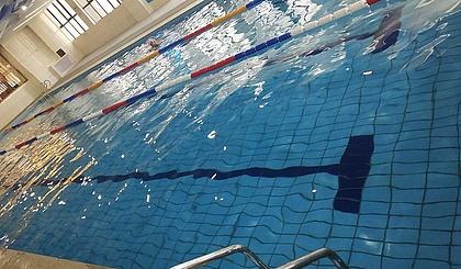 互动吧-睿麦克思游泳健身