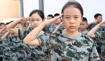 互动吧-【703期】《旌旗少年》军事夏令营!