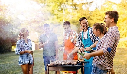 互动吧-学生放假了,我们团建去!玩水,烧烤爬山去