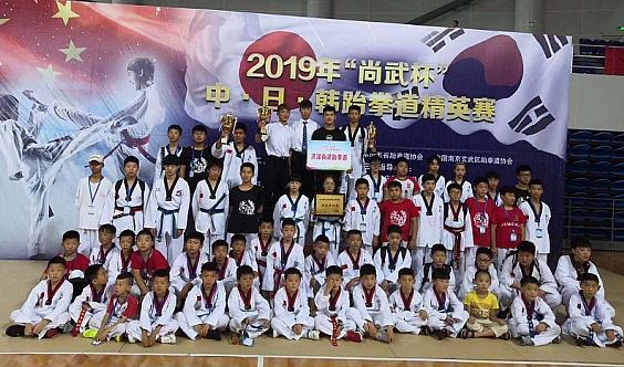 尚武跆拳道寒假跆拳道+双节棍特色课程