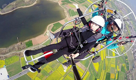 飞在高空看看西安,原来这么美!快来体验滑翔伞!