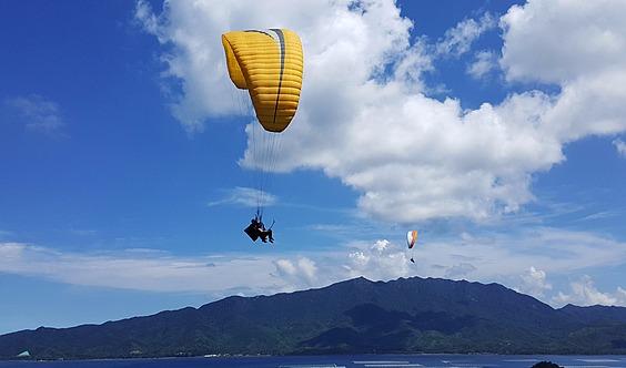 做一个真正的鸟人:滑翔伞飞行培训