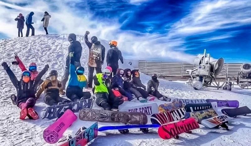 【滑雪主题特惠】性价比最高雪场特惠の开启云佛山激情滑雪季,领队是大神新人免费教学